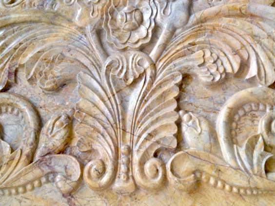 Барельефы из натурального камня